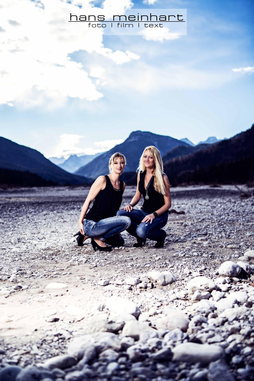 Best Friends Fotoshooting am Sylvensteinspeicher mit Silke und Steffi